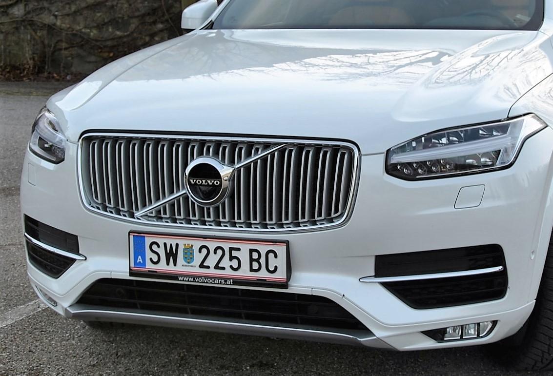 Den neuen Volvo XC90 ziert als erstes Modell das überarbeitete Markenemblem. (Bildquelle: ReschMedia)