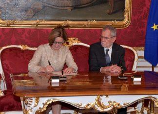 Landeshauptfrau Johanna Mikl-Leitner wurde am heutigen Montag durch Bundespräsident Dr. Alexander Van der Bellen angelobt. (Bildquelle: NLK / Johann Pfeiffer)