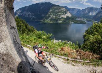 Die Salzkammergut Mountainbike Trophy ist der größte Bikemarathon Österreichs. Ein Biker radelt auf dem Hallstätter Salzberg, einer der Schlüsselstellen der Strecke. (Bildquelle: Salzkammergut Mountainbike Trophy / Erwin Haiden)