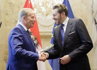 Wirtschaftsminister Harald Mahrer (rechts im Bild) übernimmt das Amt von seinem Vorgänger Reinhold Mitterlehner. (Bildquelle: Lisi Niessner)
