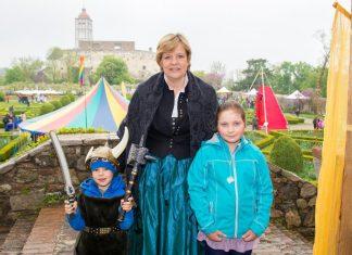 Landesrätin Barbara Schwarz freut sich auf zahlreiche Besucherinnen und Besucher beim NÖ Familienfest am 21. Mai auf der Schallaburg. (Bildquelle: Richard Marschik)