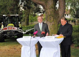 (v.l.n.r.): LH-Stellvertreter Dr. Stephan Pernkopf und der bayerische Landwirtschaftsminister Helmut Brunner bei der Pressekonferenz in Wieselburg. (Bildquelle: Thomas Resch)