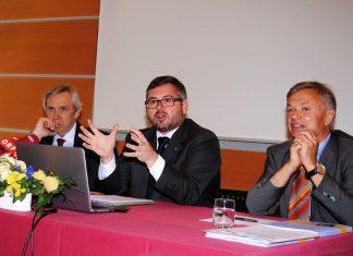 (v.l.n.r.): Budgetdirektor Rudolf Stöckelmayer, Finanz-Landesrat DI Ludwig Schleritzko und Dr. Reinhard Meißl (Leiter Finanzabteilung) bei der Pressekonferenz in St. Pölten. (Bildquelle: Thomas Resch)