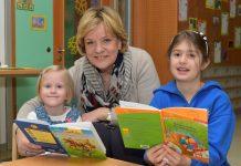 (v.l.n.r.): Landesrätin Barbara Schwarz freut sich über 65,8 Mio. Euro Investitionen für moderne Schul- und Kindergartenbauten in Niederösterreich (Bildquelle: NLK Burchhart)
