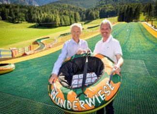 (v.l.n.r.): NÖVOG-Geschäftsführer Gerhard Stindl und Verkehrslandesrat Karl Wilfing eröffnen den Wiesenflitzer in Puchberg (Bildquelle: NÖVOG / Herbst)