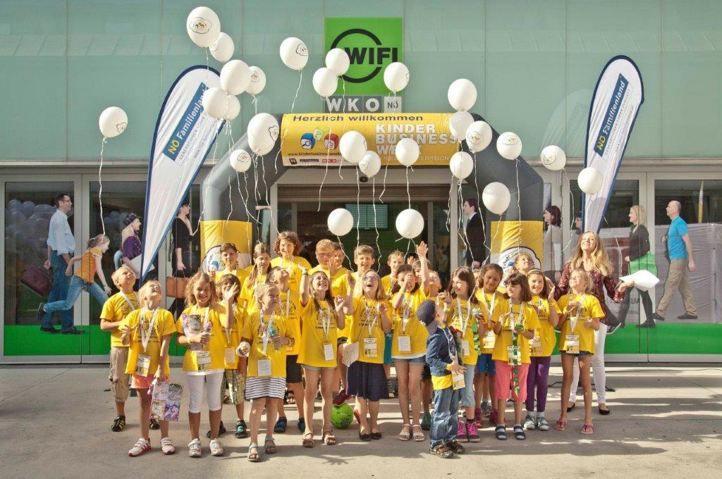 Der schon traditionelle Ballonstart setzte den Startschuss zur 3. Kinder Business Week im WIFI St. Pölten. (Bildquelle: MediaGuide)