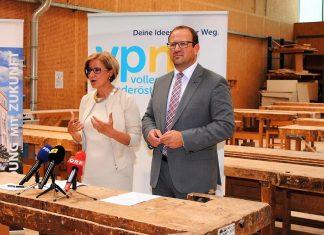 Landesparteiobfrau Johanna Mikl-Leitner und Landesgeschäftsführer Bernhard Ebner bei der Pressekonferenz in Mödling. (Bildquelle: Thomas Resch)