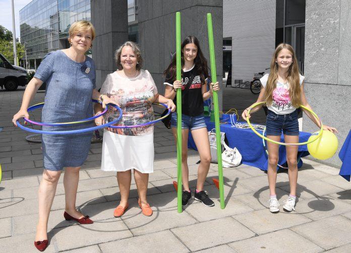 Landesrätin Barbara Schwarz freut sich mit Niederösterreichs Gemeinden und ihren Kindern auf eine schöne Ferienzeit. (Bildquelle: NLK Reinberger)