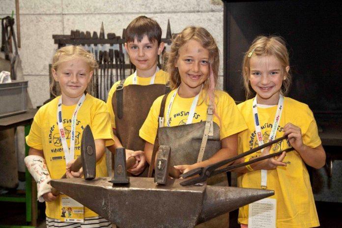Bei der diesjährigen Kinder Business Week steht ein ganzer Tag im Zeichen des niederösterreichischen Handwerks. Elisabeth, Benni, Caroline und Ella freuen sich bereits darauf. (Bildquelle: MediaGuide)