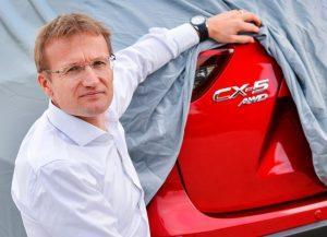 """Mazda-Chef Heimo Egger: """"Schon im Juli werden wir die erste Lawine von Kaufverträgen abgearbeitet haben."""" (Bildquelle: Mazda)"""