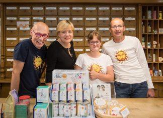 (v.l.n.r.): Johannes Gutmann (GF Sonnentor), Landesrätin Barbara Schwarz, Katharina Teufl und Klaus Doppler (Prokurist & Personalmanager Sonnentor) (Bildquelle: Büro LR Schwarz)