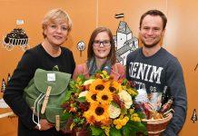 Bildungs- und Familienlandesrätin Barbara Schwarz und 200.000ste Besucherin Viktoria Pleiner mit Freund Markus Gall (Bildquelle: NLK Burchhart)