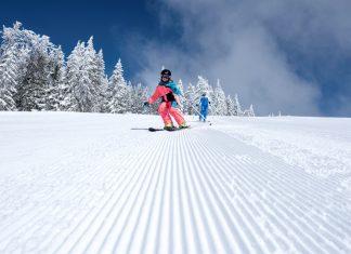 Familie im Skigebiet Hochficht am Böhmerwald im Norden Oberösterreichs. (Bildquelle: Oberösterreich Tourismus GmbH / David Lugmayr)