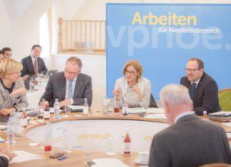 Landeshauptfrau Johanna Mikl-Leitner bei der Arbeitsklausur der Volkspartei Niederösterreich auf Schloss Thalheim. (Bildquelle: VPNÖ)