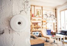 Die smarte Home Security Kamera FLARE von BuddyGuard (Bildquelle: obs/BuddyGuard)