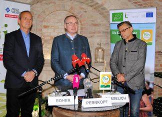 (v.l.n.r.): Direktor Werner Roher (Messe Wieselburg), LH-Stellvertreter Stephan Pernkopf und Obmann Otto Gasselich (Bio Austria Niederösterreich) bei der Pressekonferenz in Karlstetten (Bildquelle: Thomas Resch)