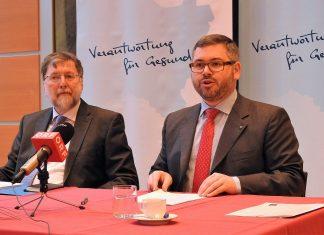 (v.l.n.r.): Professor Franz Kolland (Leiter des Lehrstuhls für Gerontologie und Gesundheitsforschung) und Landesrat Ludwig Schleritzko bei der Pressekonferenz in St. Pölten. (Bildquelle: Thomas Resch)