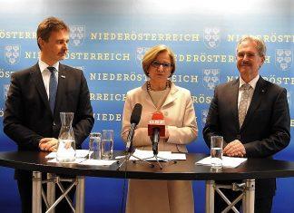 (v.l.n.r.): VOR-Geschäftsführer Wolfgang Schroll, Landeshauptfrau Johanna Mikl-Leitner und Verkehrslandesrat Karl Wilfing bei der Pressekonferenz in Wien (Bildquelle: Thomas Resch)