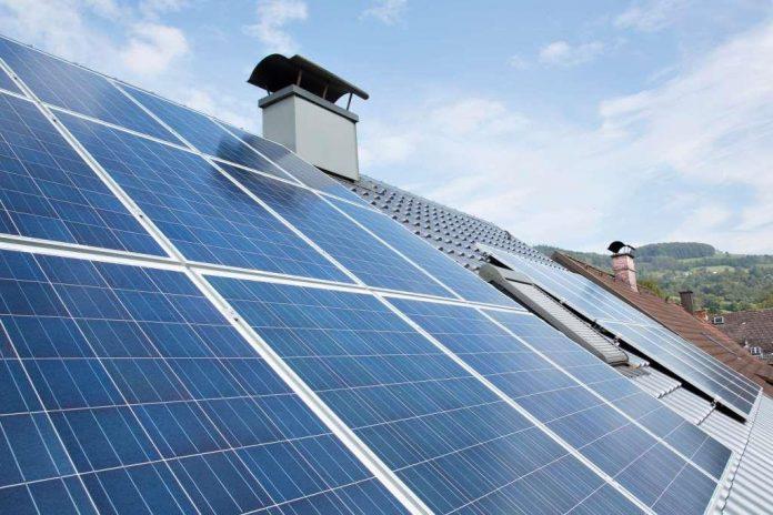 Eine eigene Photovoltaikanlage auf dem Dach ist eine sinnvolle Investition in eine erneuerbare Energiezukunft (Bildquelle: EVN / Rumpler)