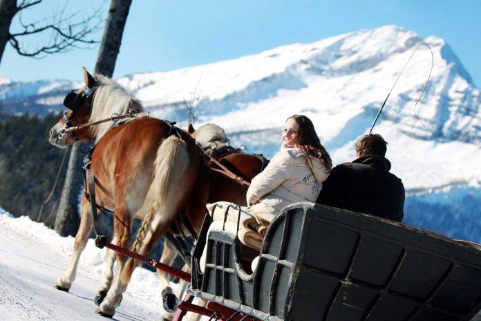 Idyllische Pferdekutschenfahrt mit Ötscherblick durch die Winterlandschaft (Bildqulle: Mostviertel Tourismus/weinfranz.at)