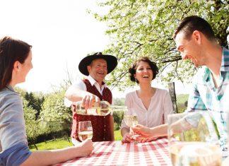 Der Mostfrühling wartet mit vielen Events und Mostverkostungen (Bildquelle: Mostviertel Tourismus / schwarz-koenig.at)