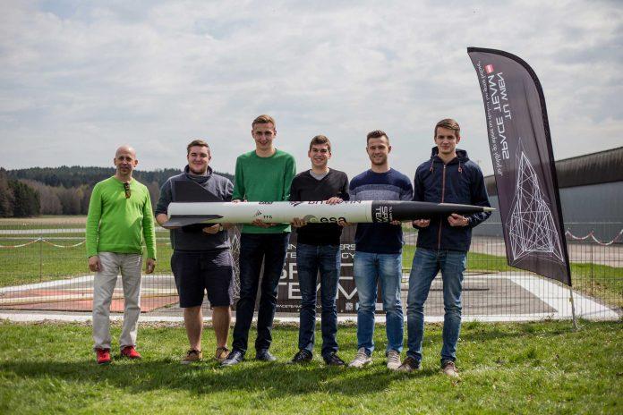 Sieger beim ersten österreichischen CanSat Wettbewerb (Bildquelle: Ars Electronica/Graf)