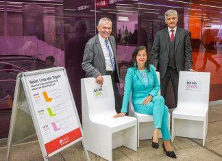 v.l.n.r.: Wiener-Linien-Geschäftsführer Günter Steinbauer; Öffi-Stadträtin Ulli Sima; Mobility-Chef von Siemens Österreich Arnulf Wolfram (Bildquelle: PID/Houdek)