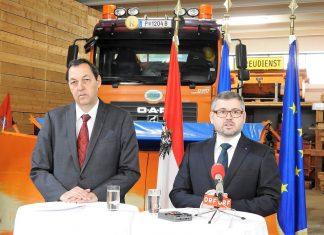 NÖ Mobilitätslandesrat Ludwig Schleritzko (rechts) und NÖ Straßenbaudirektor Josef Decker zogen in der Straßenmeisterei Pottenbrunn eine erfolgreiche Bilanz des NÖ Winterdienstes 2017/2018. (Bildquelle: Thomas Resch)