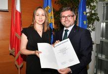 Stipendiatin Kerstin Kraus und Landesrat Ludwig Schleritzko (Bildquelle: NLK Burchhart)