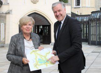 Landesrat Martin Eichtinger mit der tschechischen Kreishauptfrau der Region Südböhmen, Ivana Stráská (Bildquelle: zVg.)