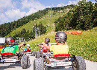 Mit dem Mountaincarts geht es ab der Mittelstation über eine 4,6 Kilometer lange Schotterstrecke bergab (Bildquelle: Bergbahnen Mitterbach/Lindmoser)