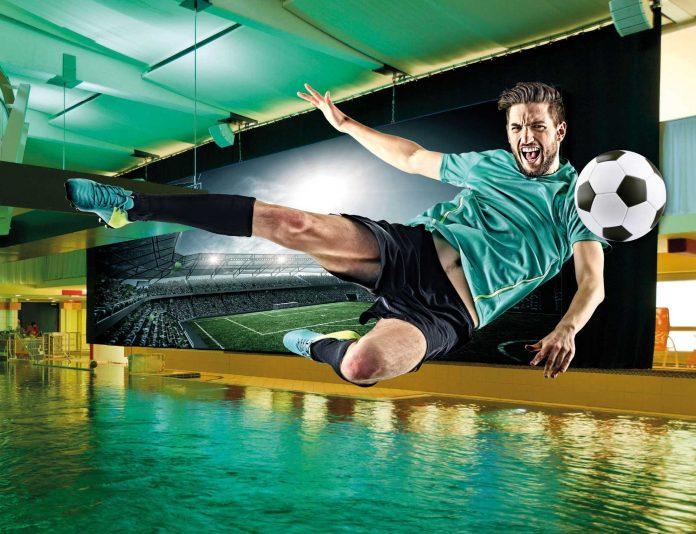 30 m² große Vidiwall beim Eurothermen WM-Pool – für Thermengäste gratis (Bildquelle: EurothermenResorts)