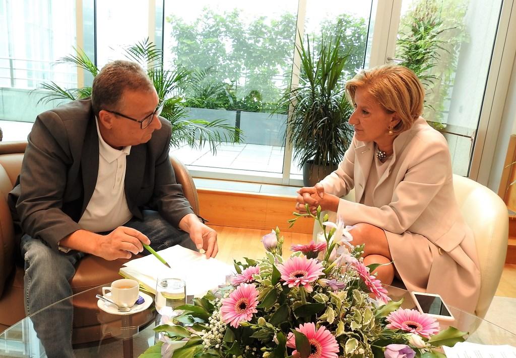 Guten Tag Österreich Chefredakteur Thomas Resch im Gespräch mit Landeshauptfrau Johanna Mikl-Leitner (Bildquelle: Guten Tag Österreich)