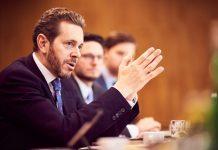 Wirtschaftskammer-Präsident Dr. Harald Mahrer im Gespräch (Bildquelle: BMDW/Marek Knopp)