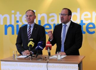 (v.l.n.r.): 2. Landtags-Präsident Gerhard Karner und VPNÖ-Landesgeschäftsführer Bernhard Ebner bei der Pressekonferenz in St. Pölten. (Bildquelle: Thomas Resch)