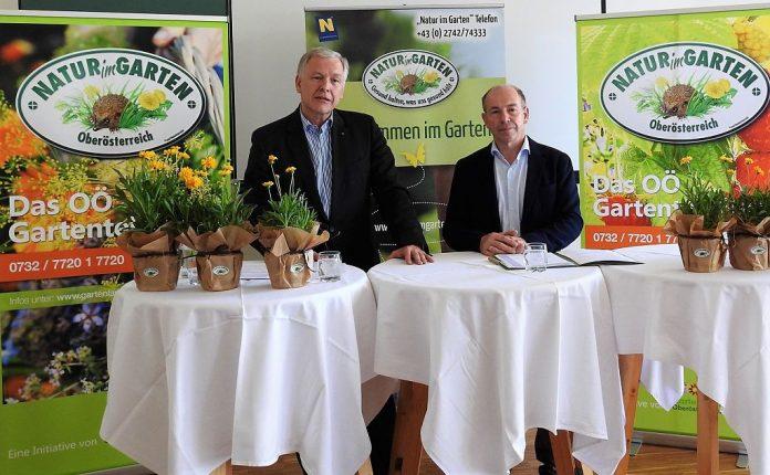 (v.l.n.r.): NÖ Landesrat Martin Eichtinger und Landesrat Max Hiegelsberger bei der Pressekonferenz in Aigen - Schlägl (Bildquelle: Guten Tag Österreich)