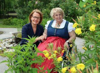Sozial-Landesrätin Christiane Teschl-Hofmeister ist von den positiven Effekten der Gartentherapie in den NÖ Pflege- und Betreuungszentren überzeugt (Bildquelle: Holzinger Presse)