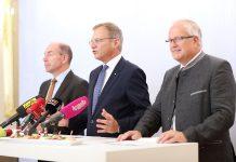 (v.l.n.r.): Landesrat Max Hiegelsberger, Landeshauptmann Mag. Thomas Stelzer und LK-Präsident Ing. Franz Reisecker (Bildquelle: Land OÖ/Sabrina Liedl)