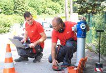 (v.l.n.r.): EVN Wasser Experten Nico Schönhacker und Thomas Nirschl (Bildquelle: EVN / Moser)