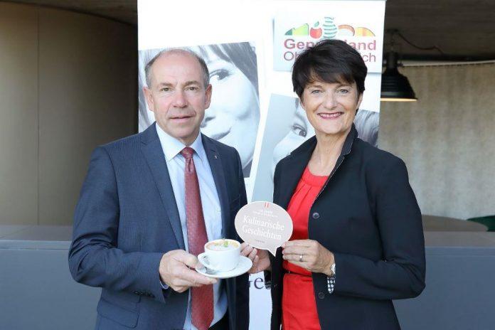 LR Hiegelsberger und DIin Margit Steinmetz-Tomala (GF Genussland Marketing OÖ - Kulinarik) präsentieren die Gastro-Schwerpunktwochen
