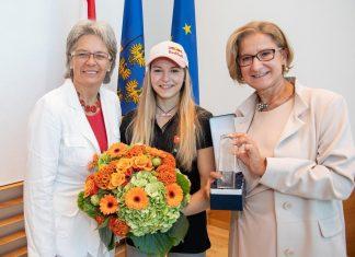 (v.l.n.r.): Landesrätin Petra Bohuslav, Kletter-Weltmeisterin Jessica Pilz und Landeshauptfrau Johanna Mikl-Leitner (Bildquelle: NLK Filzwieser)