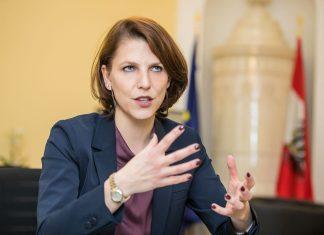 Staatssekretärin Karoline Edtstadler besuchte den Kosovo und sagte volle Unterstützung bei Korruptionsbekämpfung zu (Bildquelle: BMI/Gerd Pachauer)