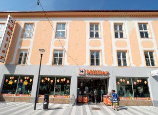 Die Müller-Filiale in der neu gestalteten Fußgängerzone in der Wiener Straße (Bildquelle: Stadt Wiener Neustadt/Weller)
