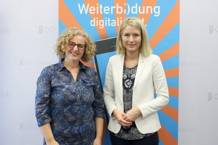 (v.l.n.r.): Mag.a Iris Ratzenböck-Höllerl, Vorsitzende des EB-Forums Oberösterreich und Landesrätin Mag.a Christine Haberlander (Bildquelle: Land OÖ/ Ehrengruber)