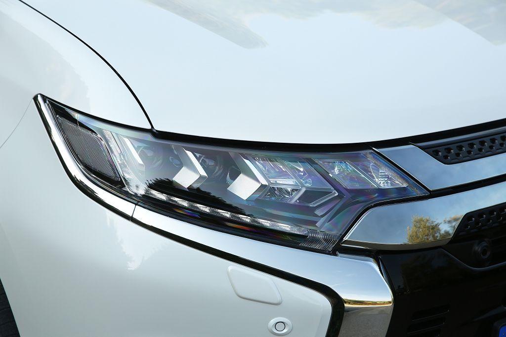 Neues Front-Design für den Mitsubishi Outlander Plug-in-Hybrid <small> (Bildquelle: Mitsubishi) </small>