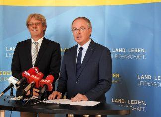 (v.l.n.r.): Thomas Knoll und LH-Stellvertreter Stephan Pernkopf bei der Pressekonferenz in St. Pölten (Bildquelle: Thomas Resch)