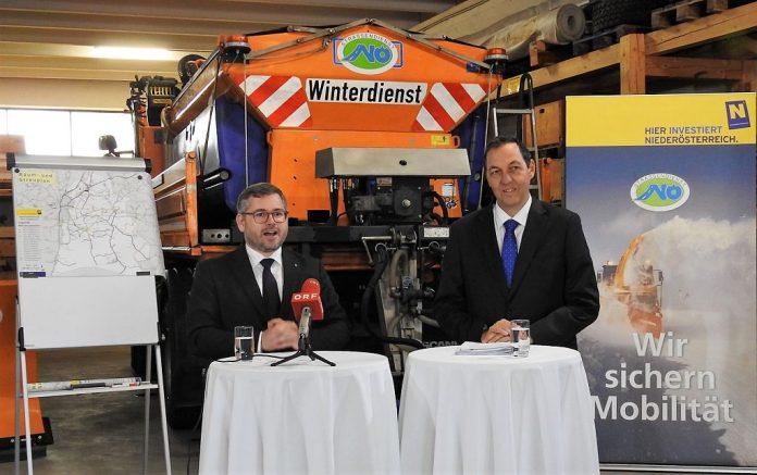 (v.l.n.r.): Mobilitätslandesrat Ludwig Schleritzko und Straßenbaudirektor Josef Decker bei der Pressekonferenz in Pottenbrunn (Bildquelle: Thomas Resch)
