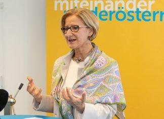 Landeshauptfrau Johanna Mikl-Leitner bei der Pressekonferenz zum Thema Arbeit, Wirtschaft, Mobilität und Gesundheit im Industrieviertel (Bildquelle: VPNÖ)