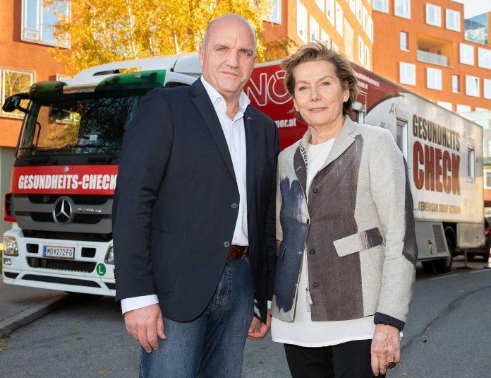 AKNÖ-Präsident Markus Wieser und WKNÖ-Präsidentin Sonja Zwazl vor dem Gesundheitsbus vor der WKNÖ (Bildquelle: Andreas Kraus)