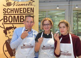 Landeshauptfrau Johanna Mikl-Leitner und Geschäftsführer Gerhard Schaller gratulierten der 20.000sten Workshop-Teilnehmerin Denise Rudolph (Bildquelle: NLK Pfeiffer)